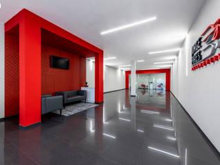 Estudios y oficinas de estilo  por Brilumen