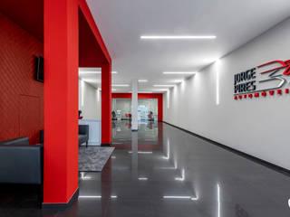 Estudo luminotécnico com ORIS de encastrar - MOYO Concept: Escritórios e Espaços de trabalho  por Brilumen,Moderno