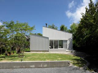 Minimalist houses by 稲山貴則 建築設計事務所 Minimalist Aluminium/Zinc
