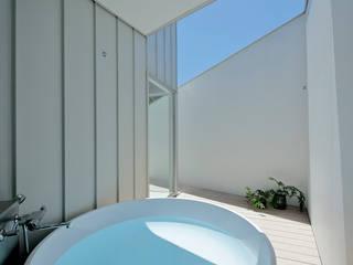 稲山貴則 建築設計事務所 Minimalistyczna łazienka Biały