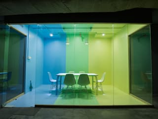 Team meeting room Industrial style office buildings by Studio Gritt Industrial Glass