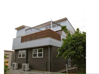 外観 南側: 株式会社高野設計工房が手掛けた木造住宅です。