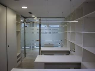 Oficina Asesoría. Reforma.: Oficinas y Tiendas de estilo  de Estudo de Arquitectura Denís Gándara