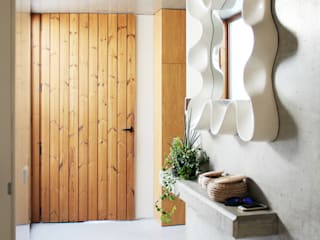Qiarq . arquitectura+design Minimalist corridor, hallway & stairs Concrete Grey