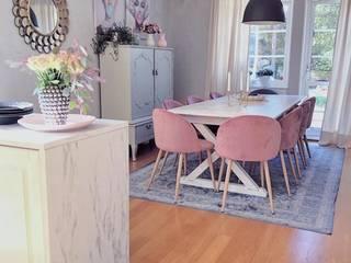 A casa Rosa: Salas de jantar  por AL Interiores
