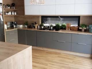 Cozinha Super Moderna: Armários e bancadas de cozinha  por AL Interiores