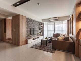 Modern corridor, hallway & stairs by 鼎士達室內裝修企劃 Modern