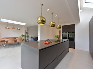 Mr & Mrs Martin by Diane Berry Kitchens 모던