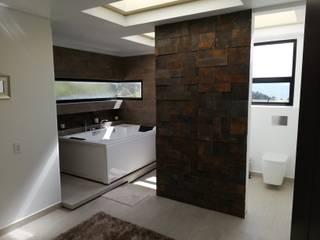 BAÑO PRINCIPAL Baños de estilo moderno de IngeniARQ Arquitectura + Ingeniería Moderno