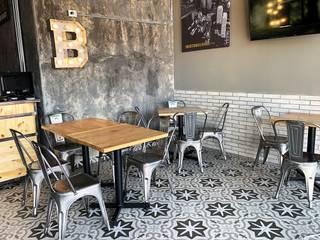 The Boston Burger Company Estudio Chipotle Gastronomía de estilo industrial Compuestos de madera y plástico Negro