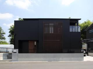 ナチュラルモダン空間・万華鏡と光井戸の家: やまぐち建築設計室が手掛けた木造住宅です。