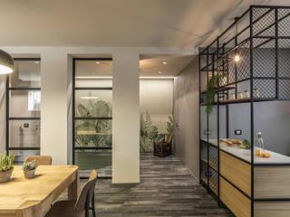 BURROW Soggiorno in stile industriale di Flussocreativo Design Studio Industrial