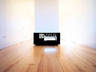 客廳 by Lotus Imobiliária, 現代風
