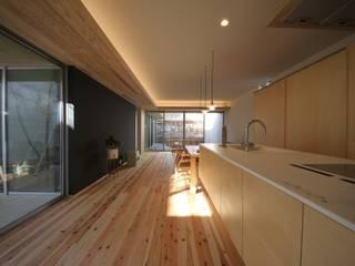sadaltager: ポーラスターデザイン一級建築士事務所が手掛けたリビングです。