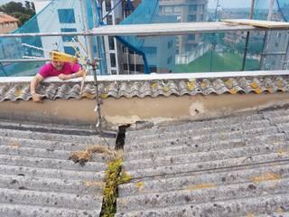 Formación de cubierta en panel sándwich en edificio en Santander de MAU CONSTRUCCIONES Y REFORMAS EN CANTABRIA Mediterráneo