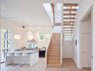 現代廚房設計點子、靈感&圖片 根據 Richèl Lubbers Architecten 現代風
