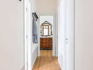 Pasillos, vestíbulos y escaleras minimalistas de Francesca Pierucci Architetto Minimalista