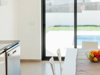 Almeida Garrett Salas de jantar modernas por Presprop - Portugal Construction Moderno