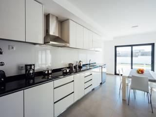 Almeida Garrett Cozinhas modernas por Presprop - Portugal Construction Moderno
