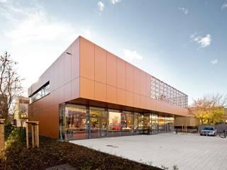 Nahversorgungszentrum Dresden, SchnorrStraße, A+M Architekten Moderne Gastronomie von Ken Wagner Photography Modern