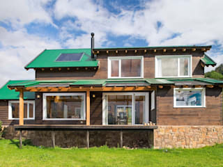 by Patagonia Log Homes - Arquitectos - Neuquén Modern