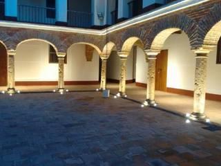 Iluminacion Patio Interior Principal:  de estilo  por JLS ILUMINACIONES S.A.S.