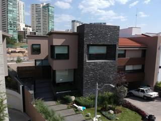 Vista fachada principal: Casas unifamiliares de estilo  por NEU ARQUITECTURA