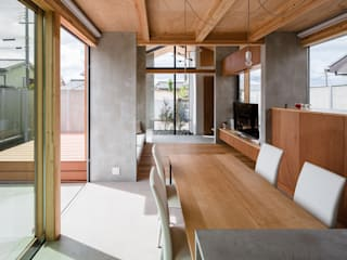 Modern dining room by 建築設計事務所SAI工房 Modern