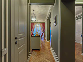 Classic style corridor, hallway and stairs by Eli's Home Classic