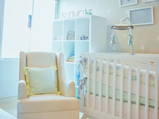 Baby room by Monica Saravia, Modern