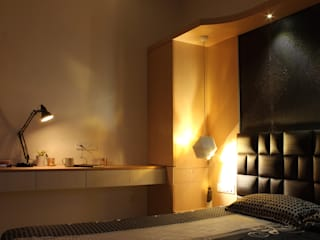 Prateeks' Residence Interiors:  Bedroom by Soul Ziv Architecture