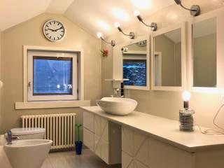 Un bagno su misura - Custom bathroom: Bagno in stile  di Designmad