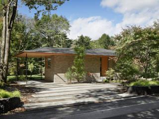 外観: atelier137 ARCHITECTURAL DESIGN OFFICEが手掛けた別荘です。,