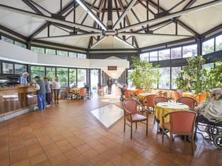 Fondazione Turati Gavinana: Sala da pranzo in stile  di Morelli & Ruggeri Architetti