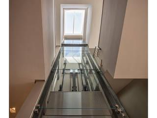 Casa en la Corredera Pasillos, vestíbulos y escaleras de estilo moderno de Idearte Marta Montoya Moderno