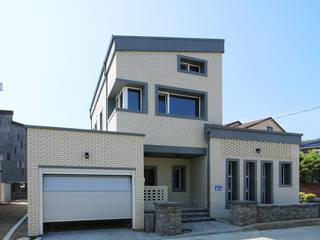 공동마당을 둔 철근콘크리트 주택 (충청남도 보령시) by 더존하우징 모던
