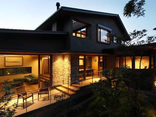 森と暮らす家  -週末住宅-: Studio tanpopo-gumi 一級建築士事務所が手掛けたリゾートハウスです。