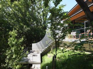 森と暮らす家  -週末住宅-: Studio tanpopo-gumi 一級建築士事務所が手掛けた別荘です。,