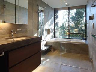 森と暮らす家 -週末住宅- モダンスタイルの お風呂 の Studio tanpopo-gumi 一級建築士事務所 モダン