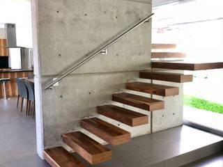 Escaleras de estilo  por RFoncerrada arquitectos