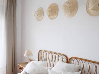 Mediterrane Schlafzimmer von Neus Conesa Diseño de Interiores Mediterran