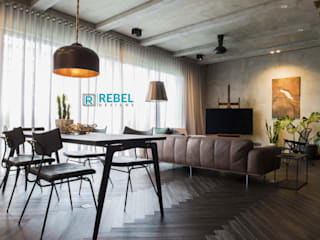 Living room in apartment 3 BHK :  Living room by Rebel Designs