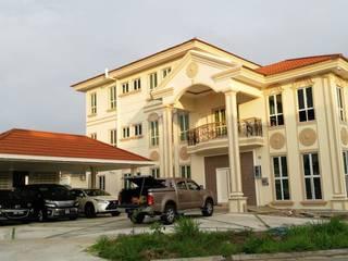 Design & Build LOT - 15365:  Rumah tinggal  by PT. Leeyaqat Karya Pratama