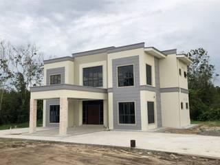 Design & Build LOT - 62040:  Rumah tinggal  by PT. Leeyaqat Karya Pratama
