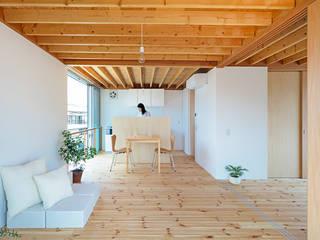 gré・正方形の家: すずき/suzuki architects (一級建築士事務所すずき)が手掛けたリビングです。