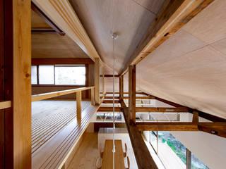 二重縁側の家: すずき/suzuki architects (一級建築士事務所すずき)が手掛けたリビングです。