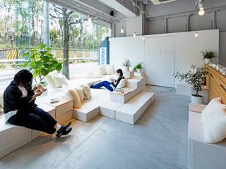 ととのえる展: すずき/suzuki architects (一級建築士事務所すずき)が手掛けたリビングです。,北欧