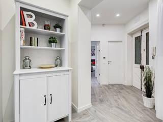 Pasillos, vestíbulos y escaleras minimalistas de EF_Archidesign Minimalista