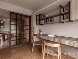 Oficinas de estilo moderno de 漢玥室內設計 Moderno