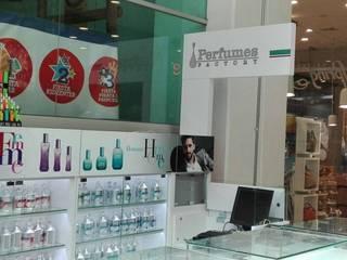 Perfumes Factory:  de estilo  por QBICUS SAS, Moderno